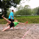 Steffi hechtet m Sand
